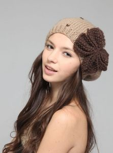 Beanie Hat with Bowknot Splice Color Winter Hats (XT-B007) pictures & photos