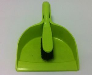 Plastic Dustpan with Brush Set pictures & photos
