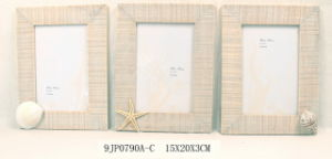 Wooden Vintage Photo Frame with Natural Seashell Decoration pictures & photos