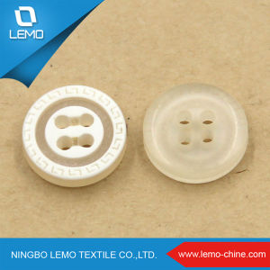 White Round Plastic Shirt Button pictures & photos
