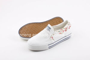 White Classic Women Canvas Shoes pictures & photos
