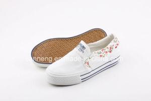 White Classic Women Canvas Shoes pictures & photos