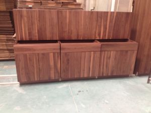 Red Oak Wooden Closets for Dining Room Use pictures & photos