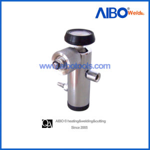 Good Quality Brass Click Type Medical Oxygen Regulator for Cylinder (4M1104) pictures & photos