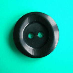 2 Holes Polyester Button (S-008) pictures & photos