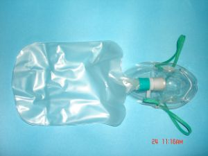 Oxygen Mask with Reservoir Bag/ with Nebulizer pictures & photos