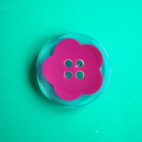 2 Holes New Design Polyester Button (S-076) pictures & photos