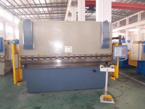 Hydraulic Press Brake-Bending Machine (Wc67y-200/3200) pictures & photos
