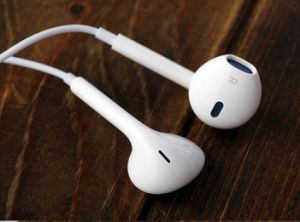 Colorful 3.5mm Stereo Earpods Headphone with Mic & Volume Control for iPhone X 8 7 Earphone pictures & photos