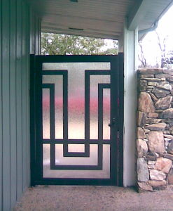 Uid-G011 Customized Wrought Iron Outside Gate Finished Surface Designs Gate pictures & photos