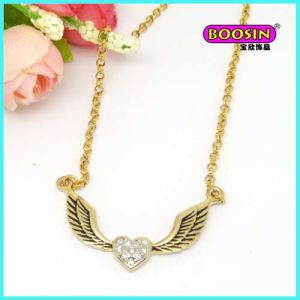 Custom Made Wholesale Fashion Alloy Wing Pendant Gold Necklace pictures & photos