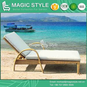 Simple Rattan Sun Lounger Stackable Patio Daybed Outdoor Wicker Sun Lounge (Magic Style) pictures & photos