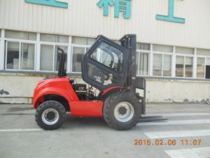 2.5ton 4WD Rough Terrain Forklift Truck pictures & photos