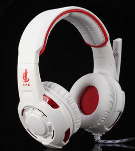 Over Ear Headphone with Boom Microphone pictures & photos