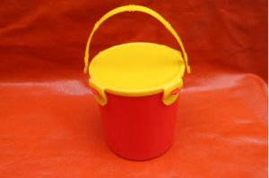 1L PP Red Plastic Bucket with Handle pictures & photos