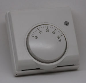Non-Programmable Room Thermostat Wall Mounted pictures & photos