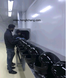 Conveyorised Automatic PU Lacquer Spray Painting Line for Helmets pictures & photos