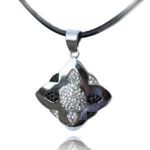 Charming Flower Necklace with Special Leaf Shaped Cubic Zircon Necklace pictures & photos