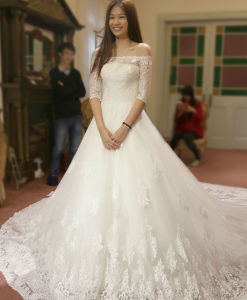 off Shoulder Ivory Lace Cathedral Train Bridal Wedding Dress Gown pictures & photos