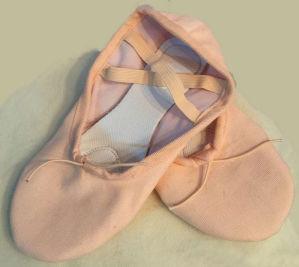 Split-Sole Light Pink Canvas Ballet Dance Slipper pictures & photos