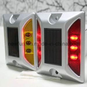 Road Safety IP68 Flashing Solar Cat Eyes Reflective LED Road Stud pictures & photos