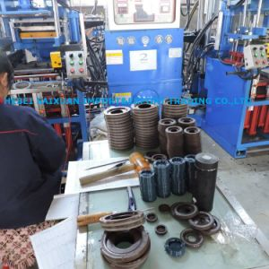 NBR/FKM/Viton Fabric Rubber Seals/ V Type Hydraulic Mud Pump Oil Seal pictures & photos