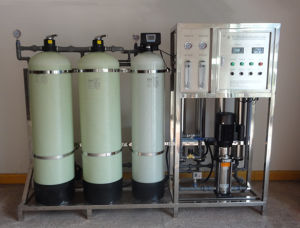1000L/H Cusomized Ce Approved Reverse Osmose Equipment for Distilled Water pictures & photos