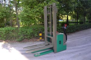 Tbc15 Walkie Type Electric Pallet Stacker with CE ISO SGS Certificate pictures & photos