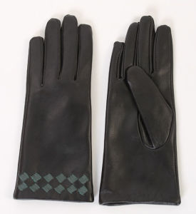Lady Sheepskin Leather Driving Fashion Gloves (YKY5152) pictures & photos