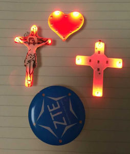 Promotion Gifts Advertising LED Light-up Badge, LED Brooch Lights pictures & photos