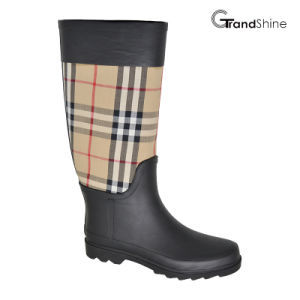 Women′s Classic High Rainboot with Baburry Checks pictures & photos