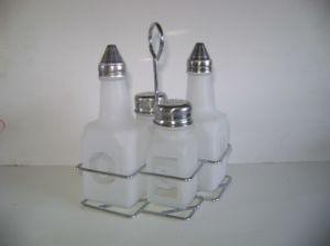 Empty Glass Bottle/ Glass Container/ Cruet Glassware pictures & photos