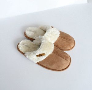 Set of Buttons for a Pair of Slippers with Woman′s pictures & photos