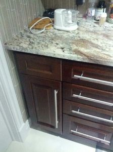 Walnut Solid Wood Kitchen Cupboard pictures & photos