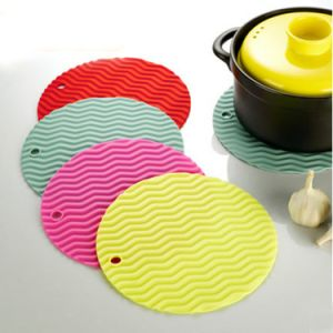 100% Food Grade LFGB Standard Wholesale Silicone Baking Mat pictures & photos