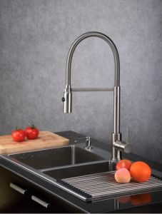 (WT1031BN-KF) Spray Head Pull out Kitchen Sink Faucet pictures & photos