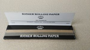 Ultra Thin Quality Rolling Paper with Watermark pictures & photos