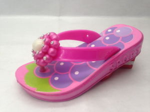 Childern′s EVA Fashion Cute Flip Flops with Flower for Travel (21GL1701) pictures & photos