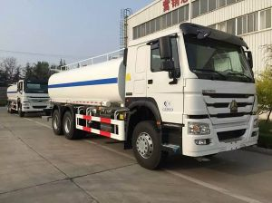 China Famous 6X4 Sinotruk HOWO 18ton Water Tank Truck pictures & photos