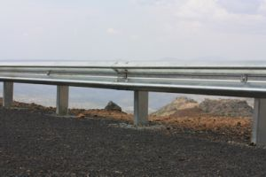 Road Side Fence with Steel Beam According to Aashto Standard pictures & photos