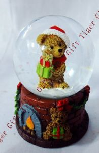 Polyresin Christmas Bear Snowglobe 45mm Tg2272