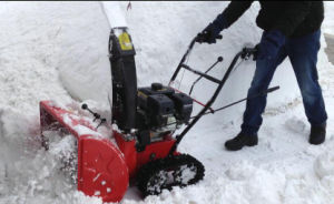 7HP Snow Thrower with Track (VST-212T) pictures & photos