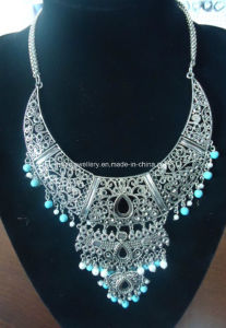 Bohemia Style Glass Beads with Turquoise Stone Necklace (XJW13370) pictures & photos