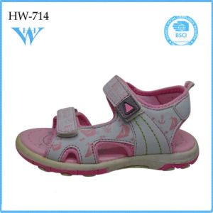 Girl Good Quality and Cheap Price Fashion Flat Kids Sandal pictures & photos
