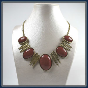 New Design Item Acrylic Beads with Leaves Point Elegant Fashion Necklace Jewellery pictures & photos