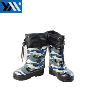 Camo Print Textile Collar Children Natural Rubber Rainboots High Quality Wellingtons New Design Wellies Shoes for Kids Footwear Boys pictures & photos