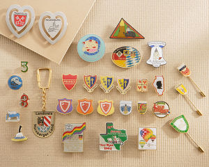 Soft Enamel Etched Metal Pins pictures & photos