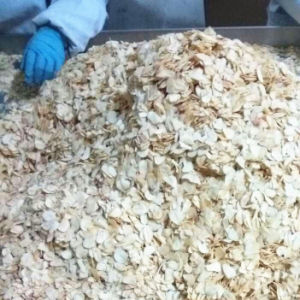 Dehydrated Garlic Flakes with Brc, Gap, HACCP & Kosher pictures & photos