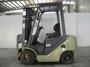 Un U Series Capacity 1800kg 1.8t Diesel Forklift pictures & photos