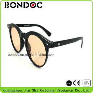 Classical New Coming Plastic Female Sunglasses pictures & photos